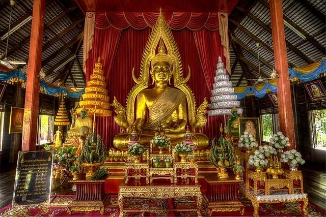 พระพุทธรูป โต๊ะหมู่บูชา