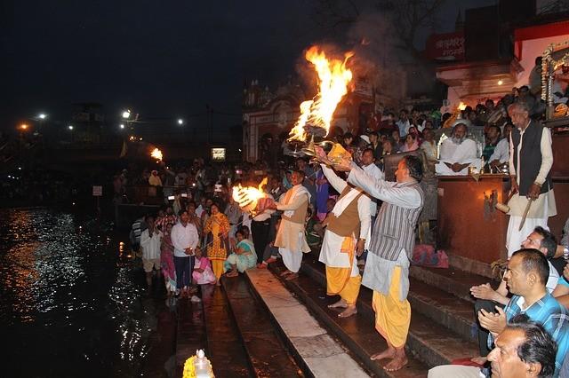 ริมฝั่งแม่น้ำคงคา เมืองพาราณสี อินเดีย