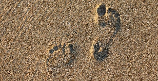 คาถาเสกรอยเท้าให้คนที่เราหมายปองหลงรักเรา คิดถึงเรา