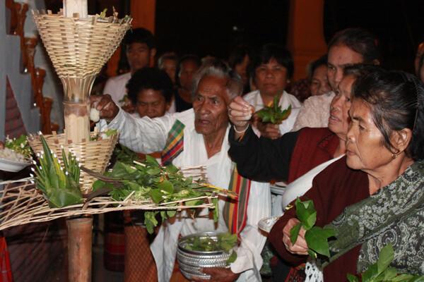 ประเพณีการแห่ข้าวพันก้อนเพื่อบูชาคุณพระพุทธศาสนา
