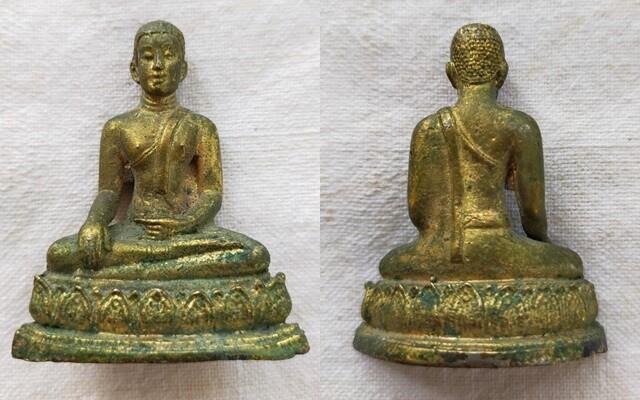 พระบูชาเก่า เล่ากันว่า น่าจะเป็นพระสาวก หรือ พระมาลัย