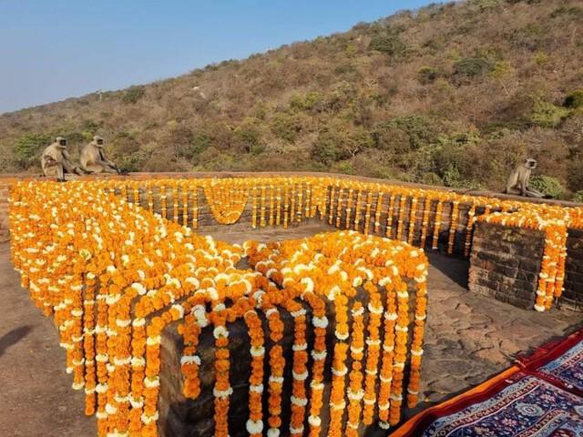 พระคันธกุฎีบนยอดเขาคิชฌกูฏ (Gridhrakuta Hill)